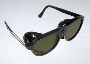 schutzbrillen vom gro handel f r farbglas strukturglas und kunstglas gls gmbh in. Black Bedroom Furniture Sets. Home Design Ideas